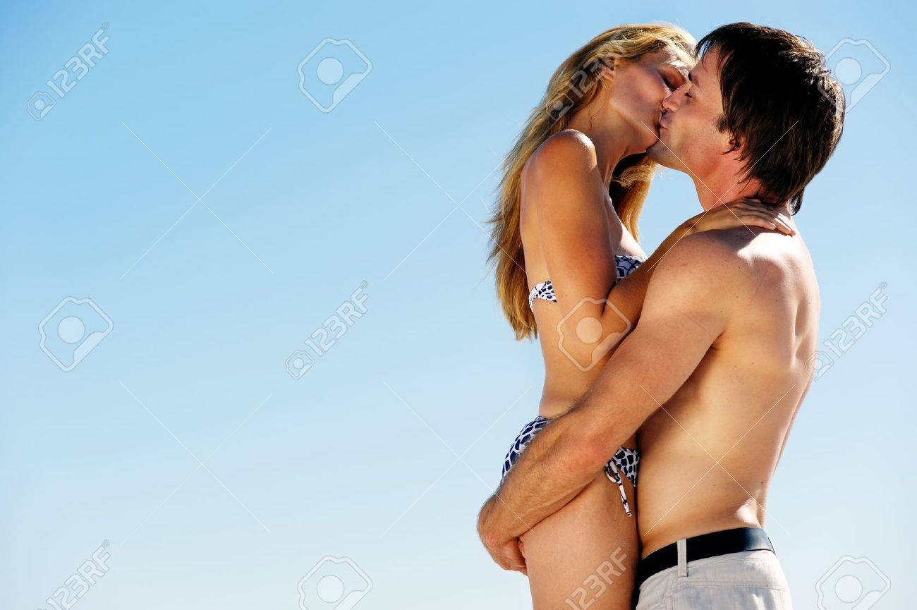 kissing summer beach couple on vacation in a tropical island scene Stock Photo - 12753721