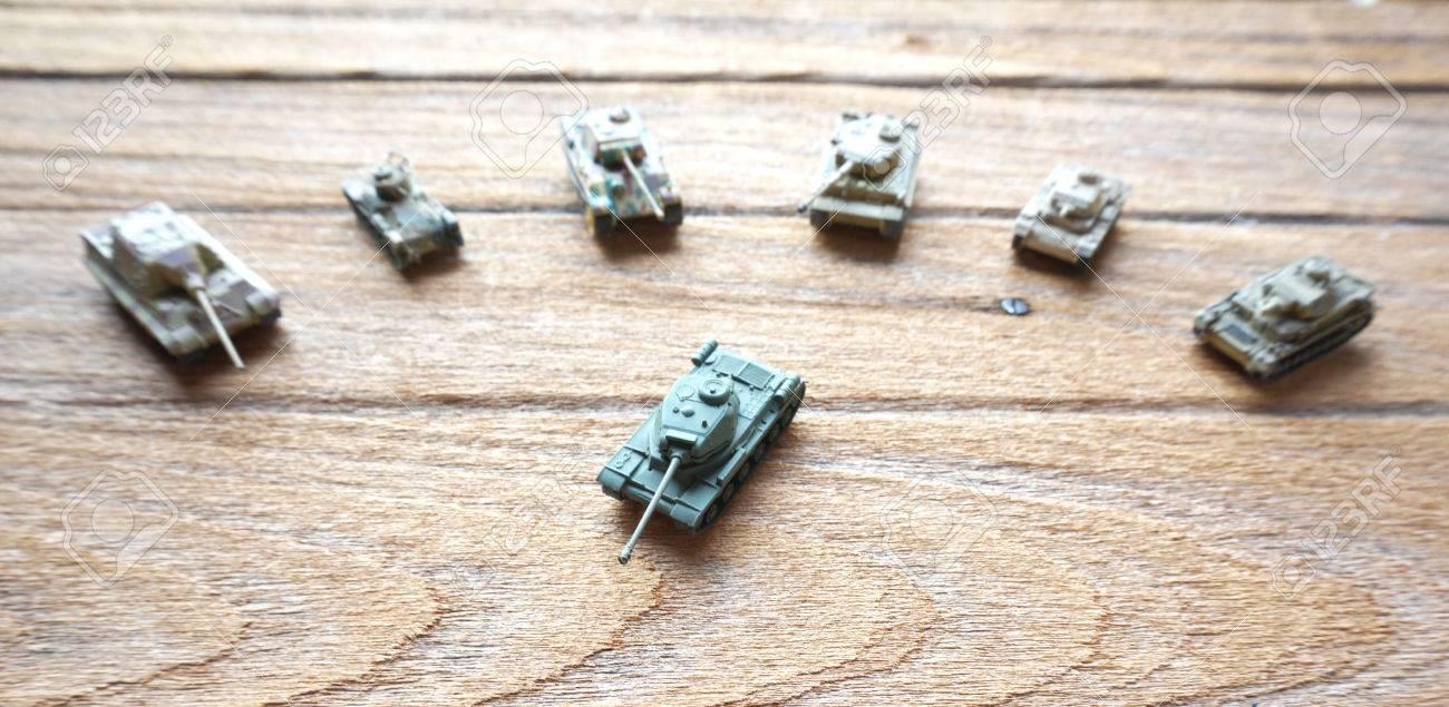 Tanques Sobre Juguete MaderaEl Líder De Viejos Fondo tdQhrs