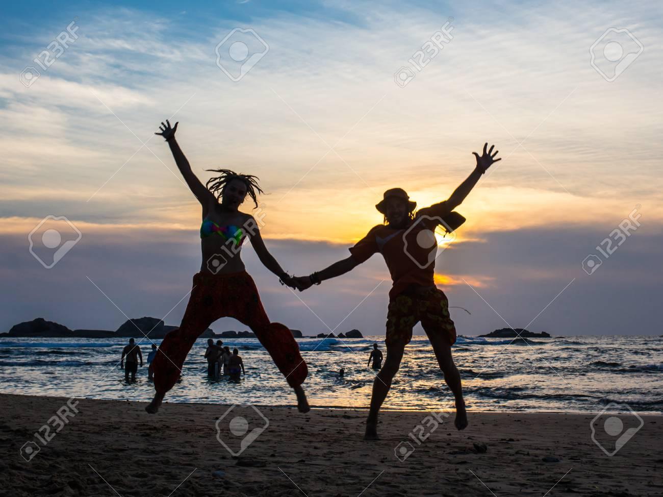 La Imagen De Dos Personas Enamoradas Está Desarmada Fotos Retratos