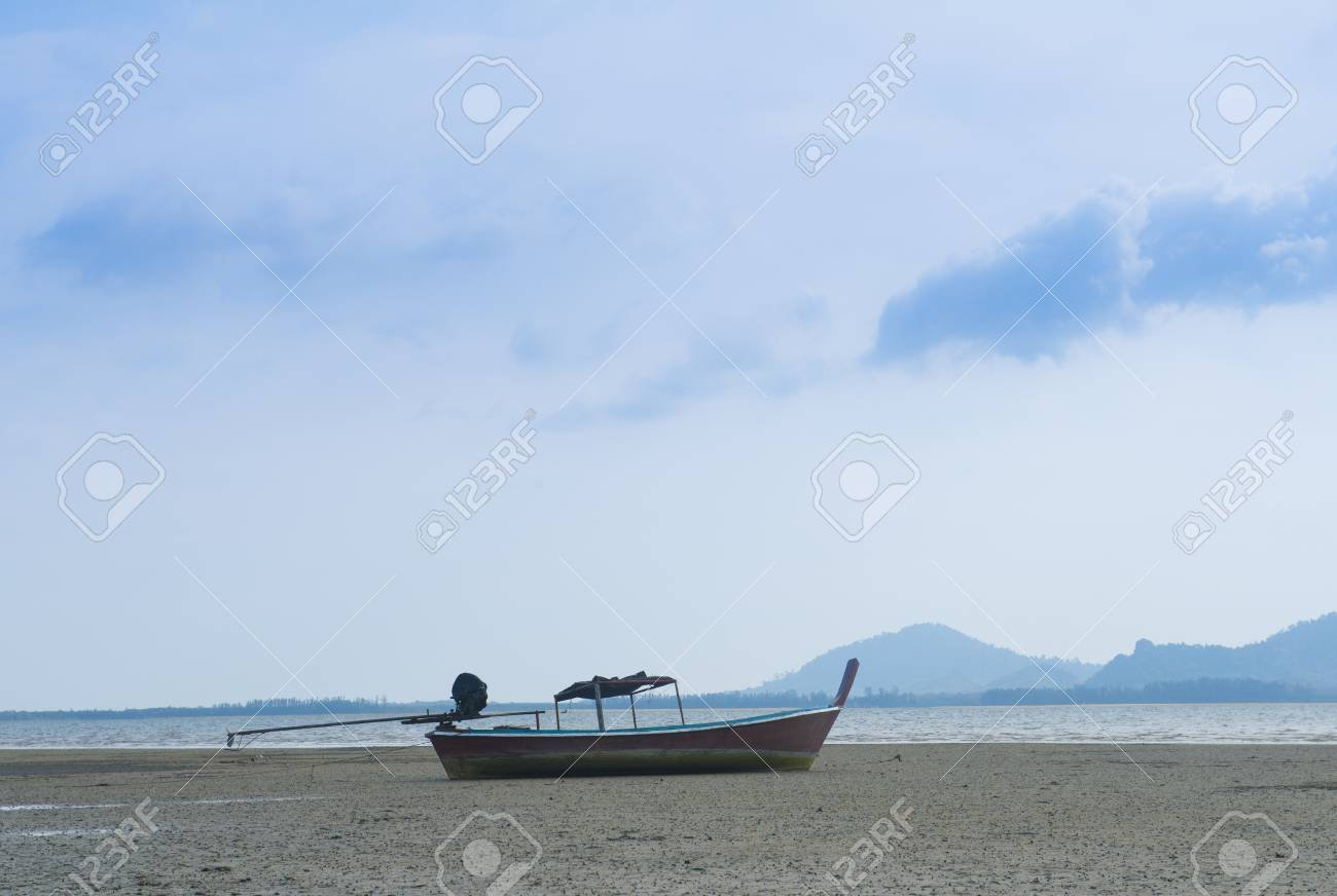 boat stuck on the beach
