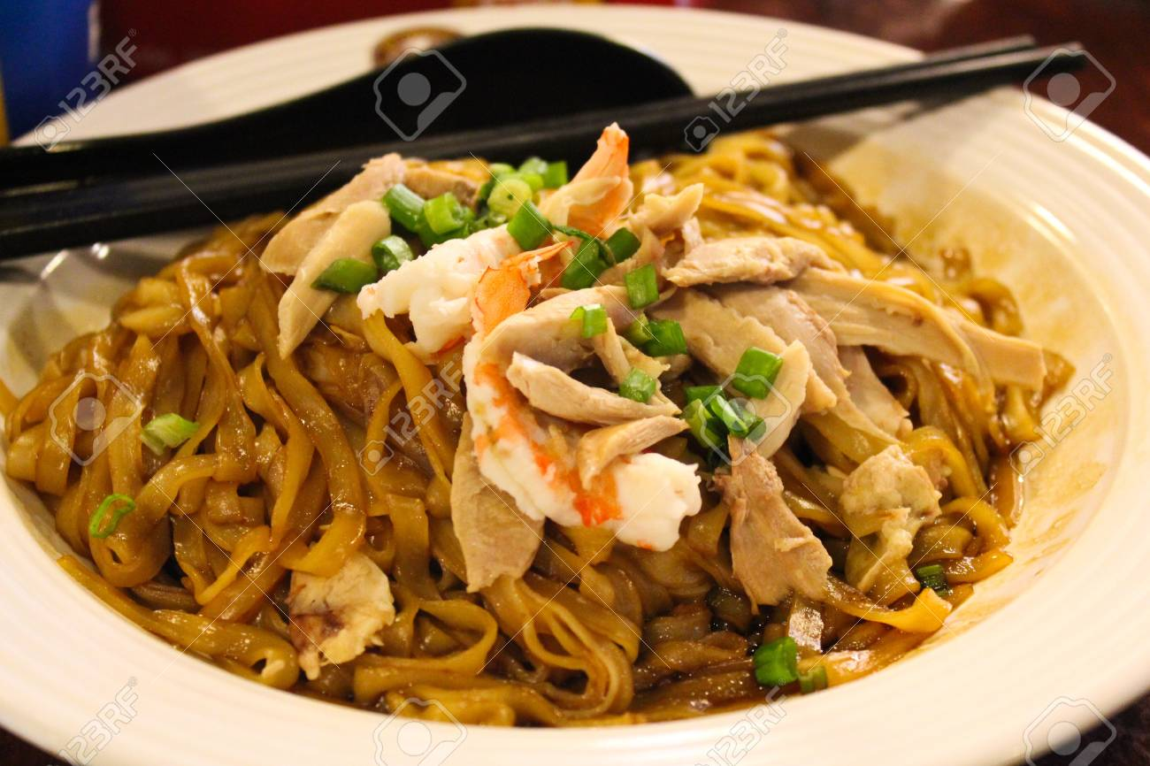 Pad Thai and Shrimp Stock Photo - 14064388