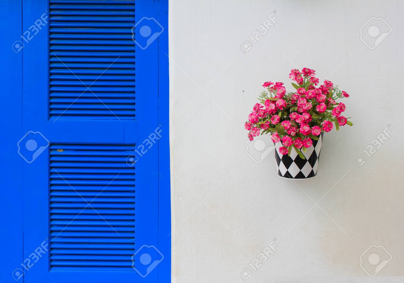 Spring Flowers In Pots, Isolated On White Background Stock Photo - 22496645