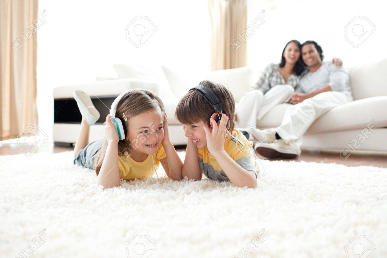 Brother and sister listening music with headphones - 10096321