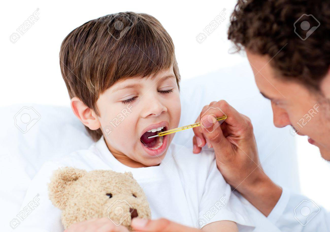 Doctor taking little boy's temperature Stock Photo - 10106944