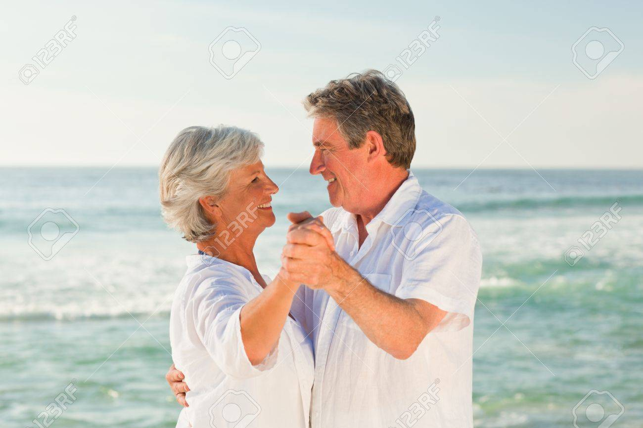 Матуре сосет на пляже фото 351-4