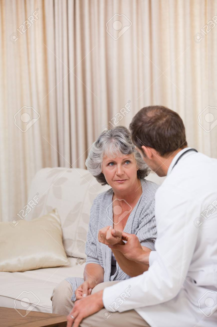 Doctor talking with his partient Stock Photo - 10194654