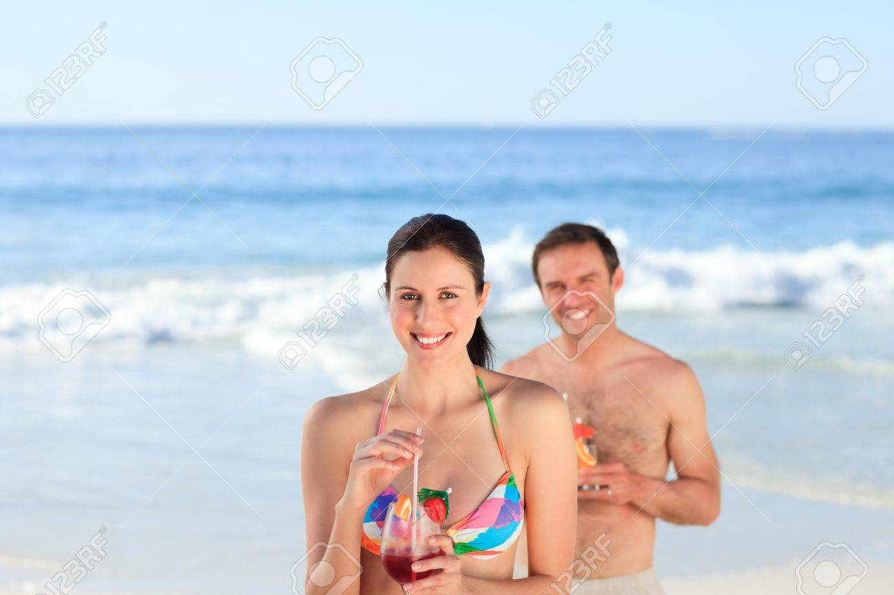Couple drinking a cocktail on the beach Stock Photo - 10207540