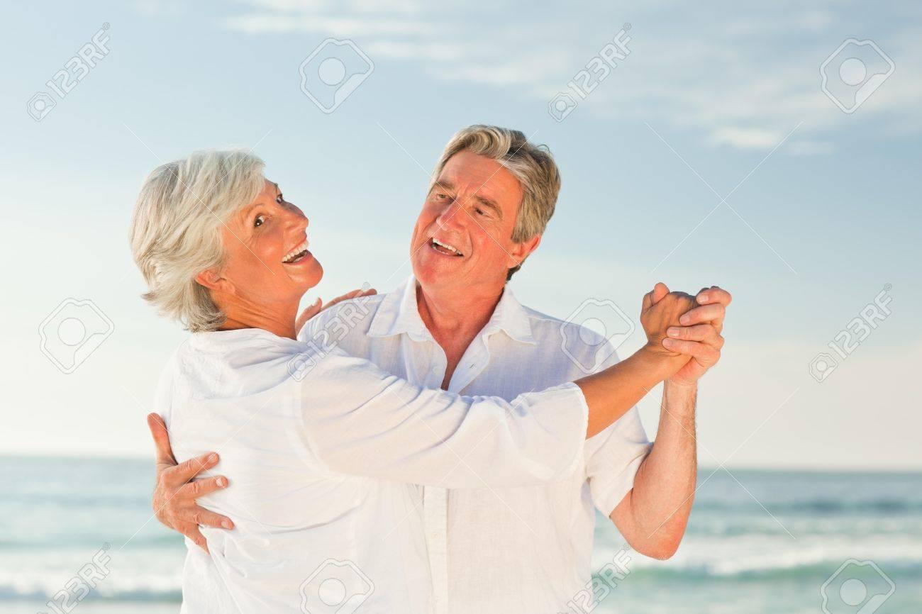 Матуре сосет на пляже фото 351-44