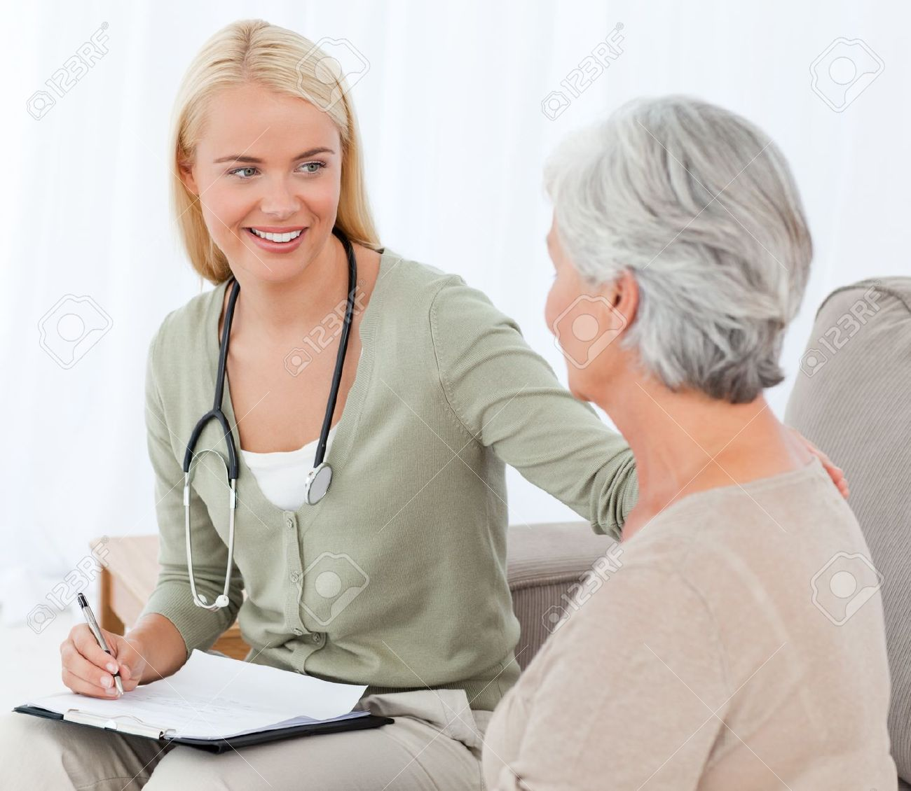 http://previews.123rf.com/images/wavebreakmediamicro/wavebreakmediamicro1108/wavebreakmediamicro110840674/10215339-Doctor-talking-with-her-patient-Stock-Photo-nurse-patient-home.jpg