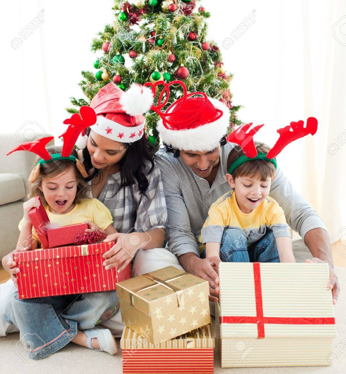 Family decorating a Christmas tree Stock Photo - 10258459