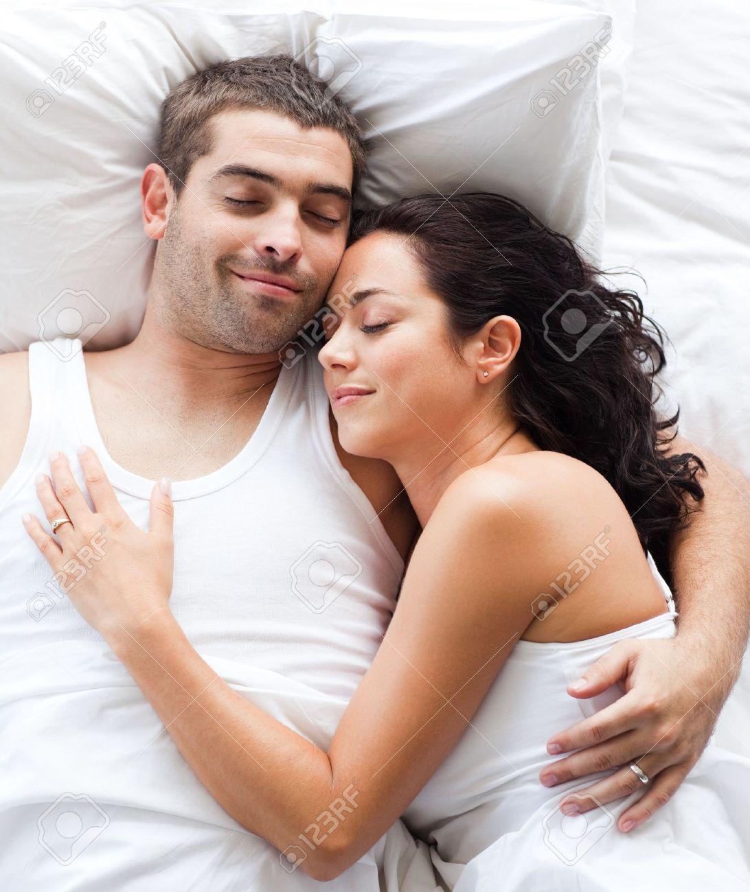 Фотосессия пары на кровати 8 фотография