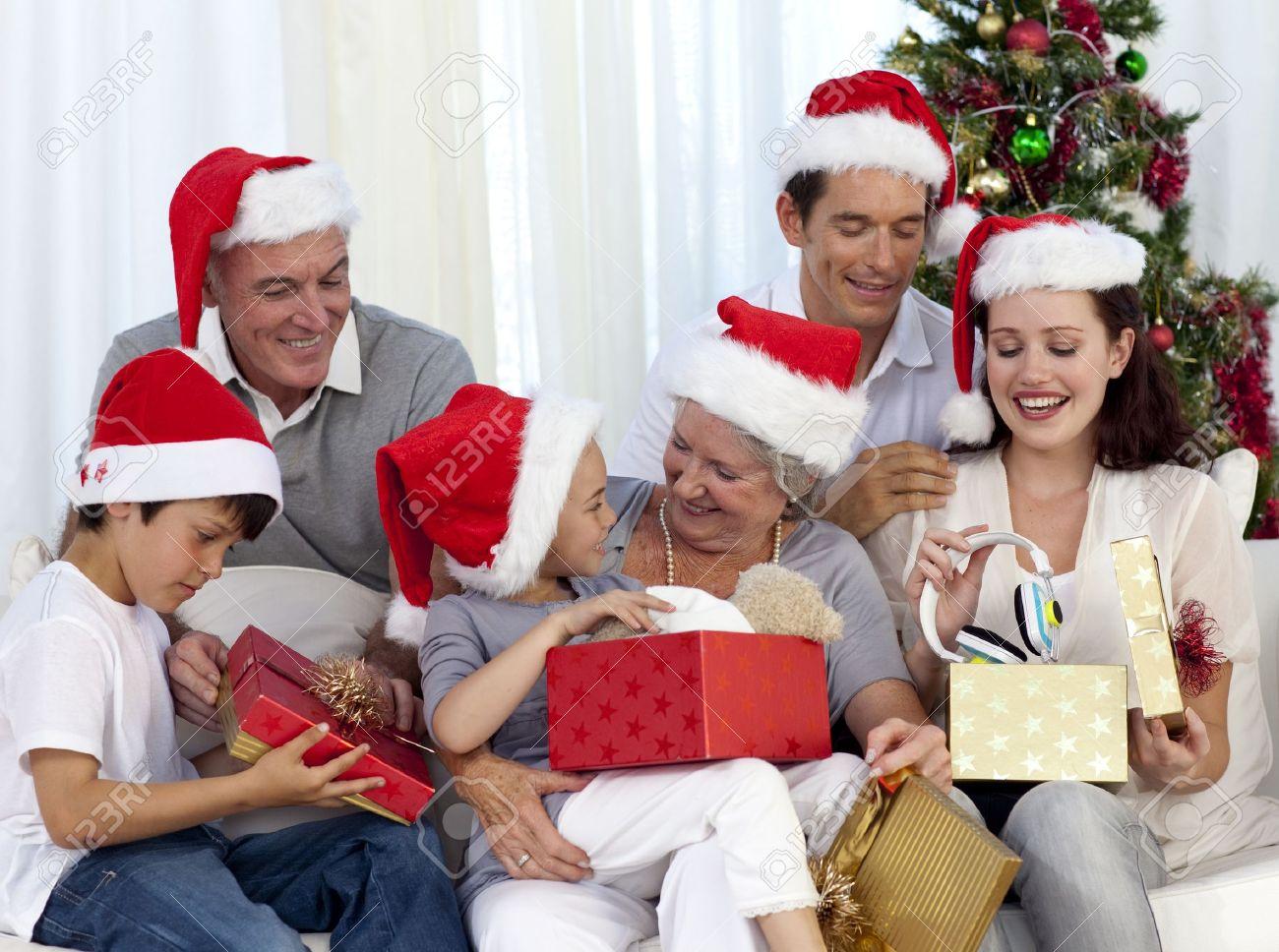 Подарки в преподнести в стихах на новый год