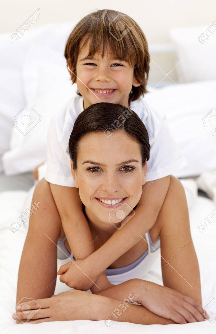Сын в постели с матерью фото 662-746