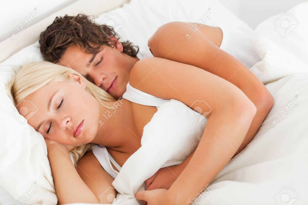 Фото парень с девушкой засыпают