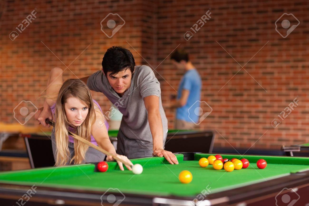 Учил девку играть в бильярд и 2 фотография