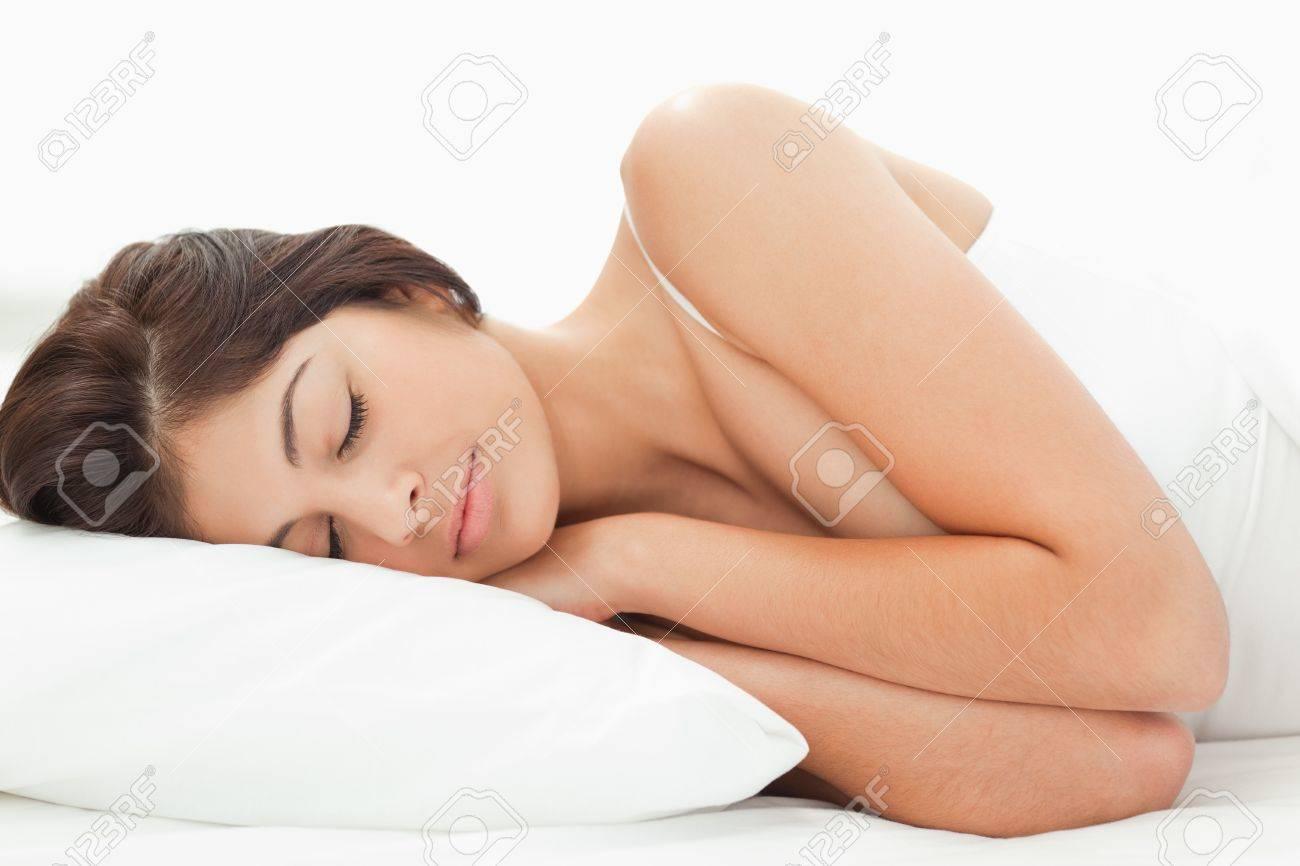 Cuscino Con Le Braccia.Immagini Stock Una Donna E Distesa Sul Letto Con La Testa
