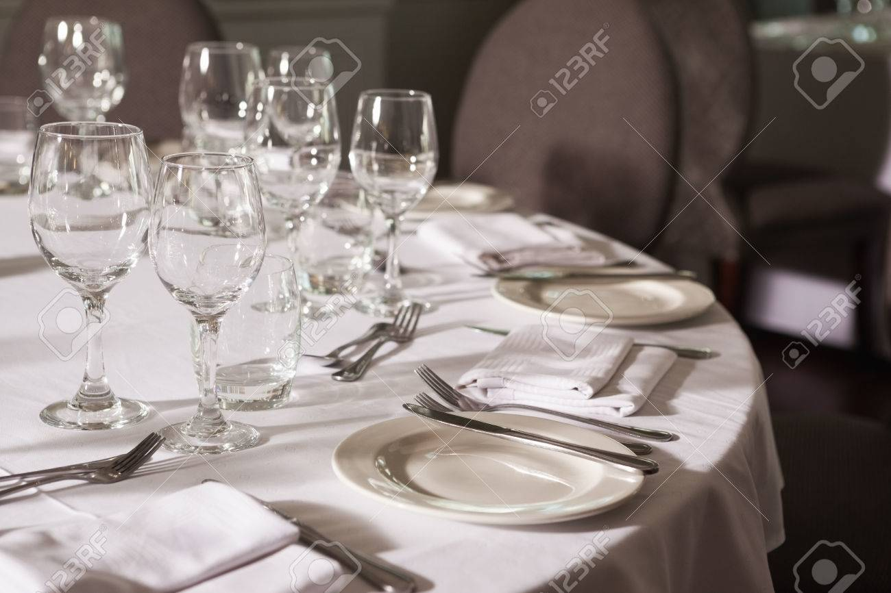 Set Table With White Linen In A Fancy Restaurant Stock Photo - Fancy restaurant table