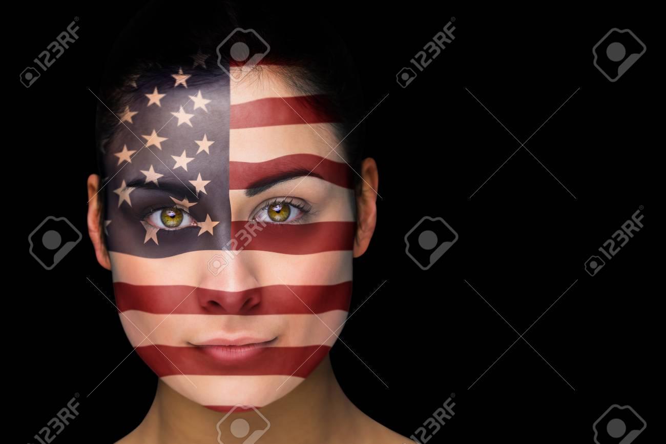 Composite Bild Von Usa Fussball Fan Im Gesicht Malen Gegen Schwarz