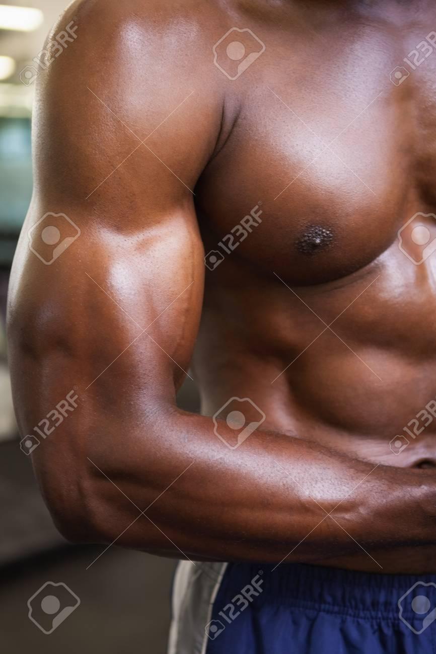 junger nackter muskel