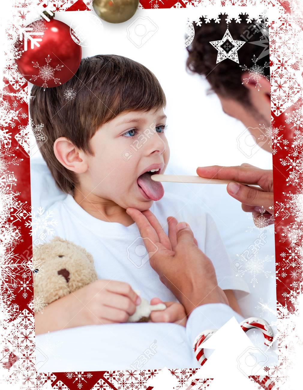 Männlich Arzt überprüfen Kleinen Jungen Die Kehle Gegen Weihnachten ...