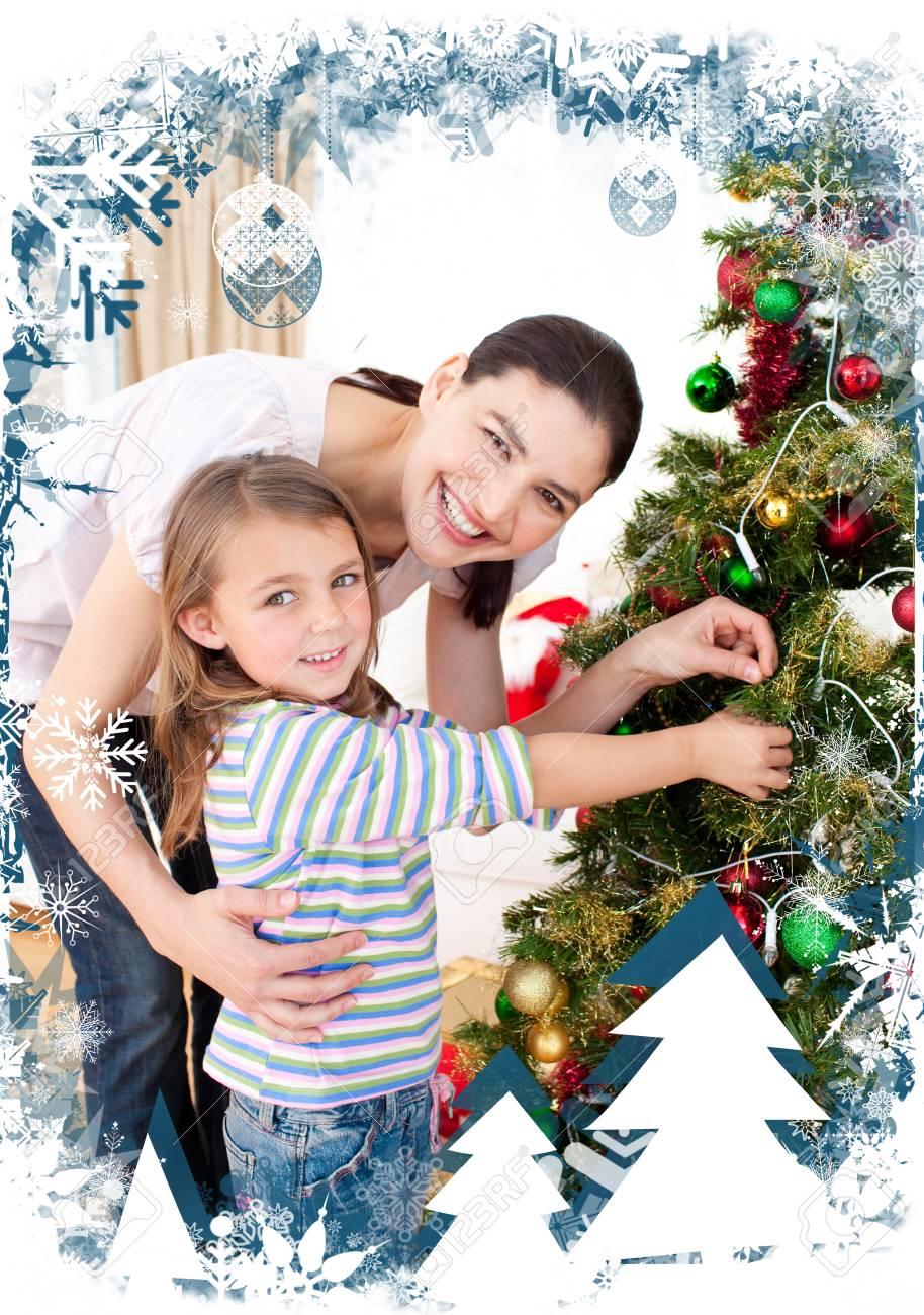 Madre E Hija En Casa En Navidad Contra El Marco Temático De Navidad ...
