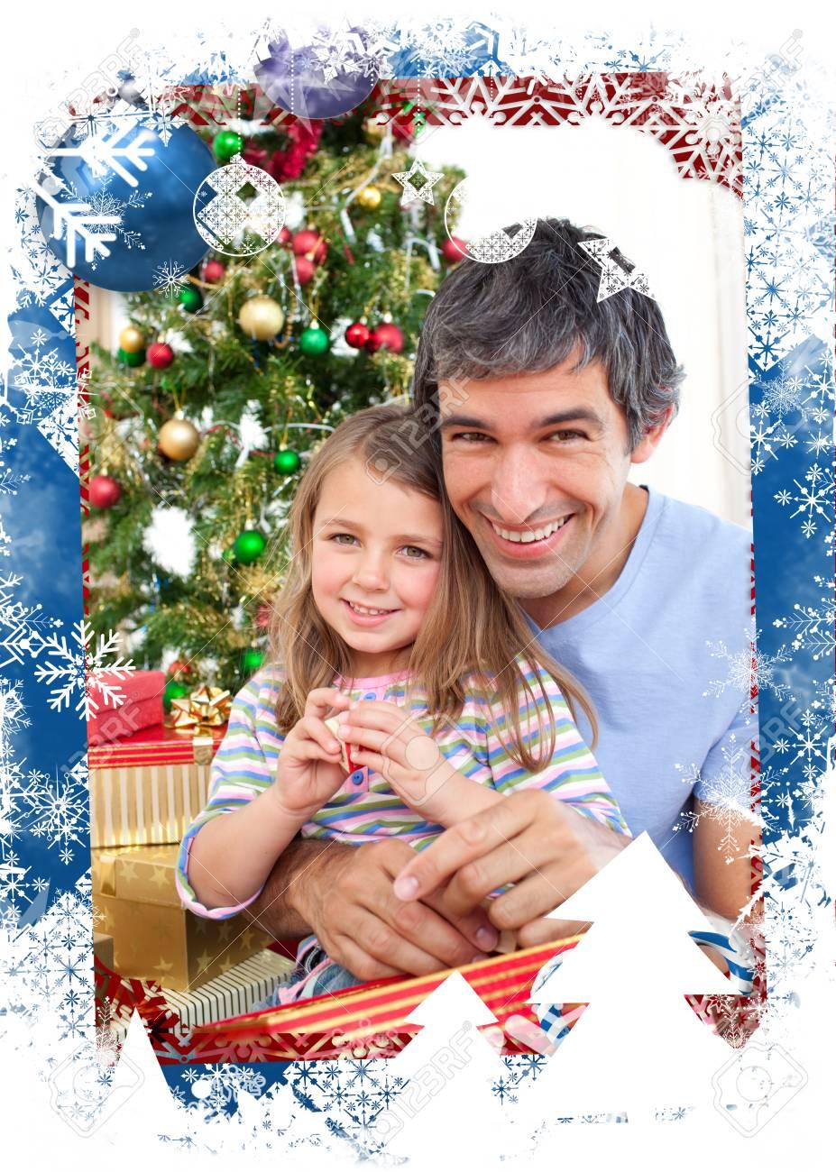 Dad Und Kleine Mädchen Spielen Mit Weihnachtsgeschenken Vor ...
