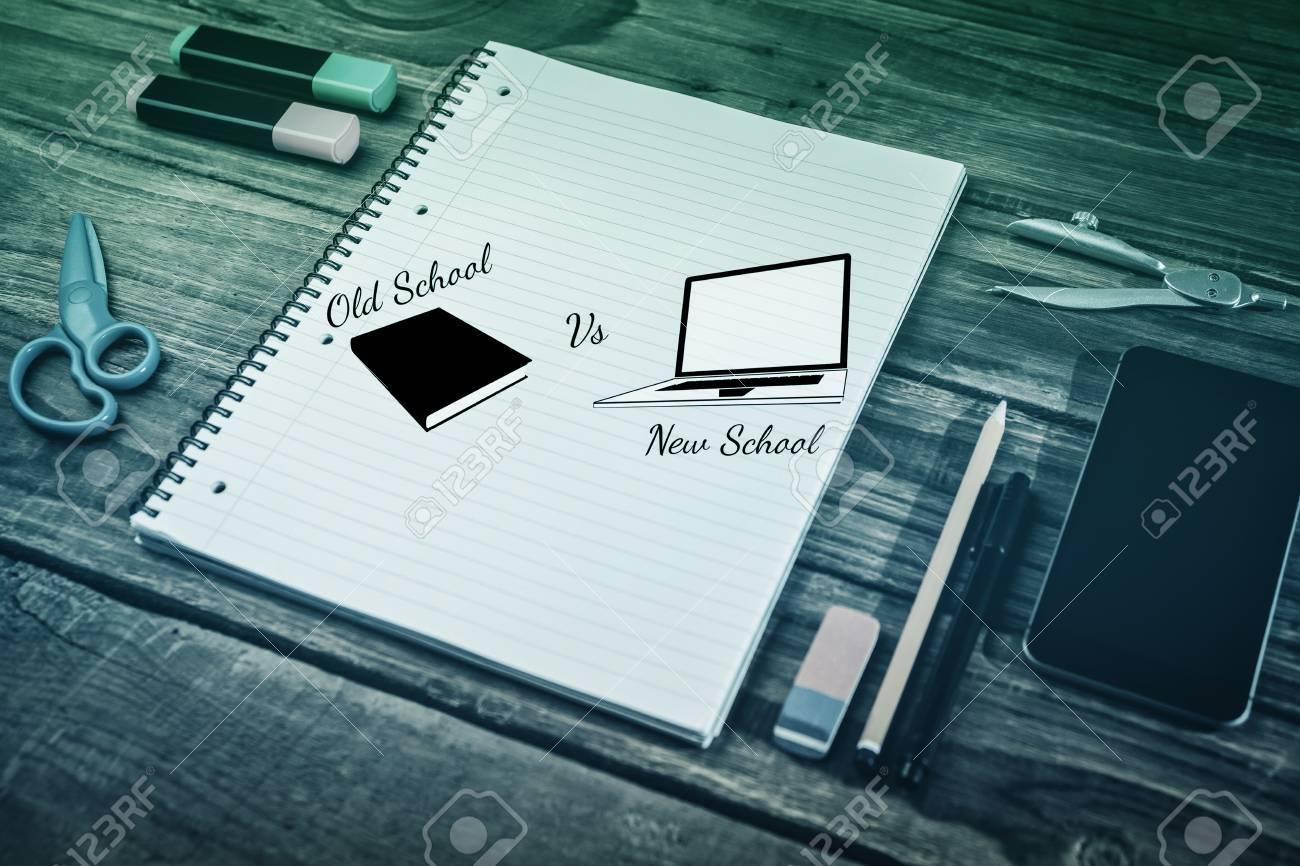 Vieille Ecole Vs Nouvelle Ecole Contre Bloc Notes Sur Le Bureau De L