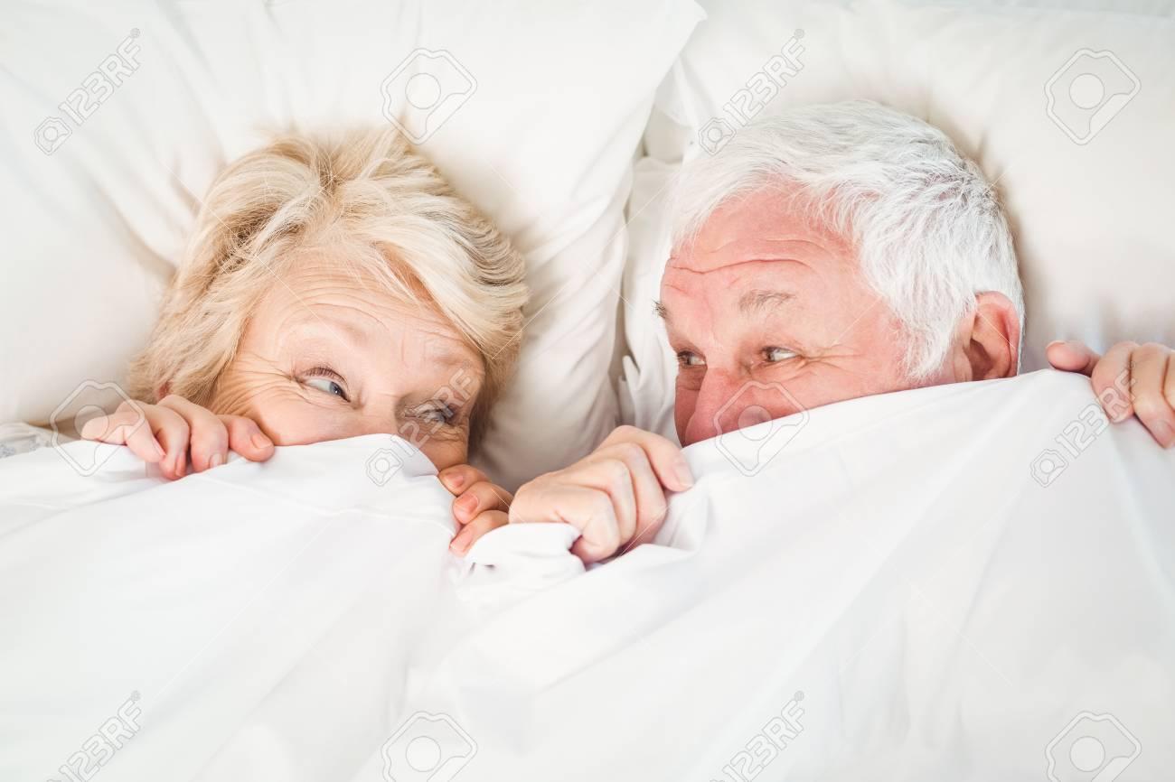 arien vue de personne ge couple cacher dans couverture - Couverture Lit