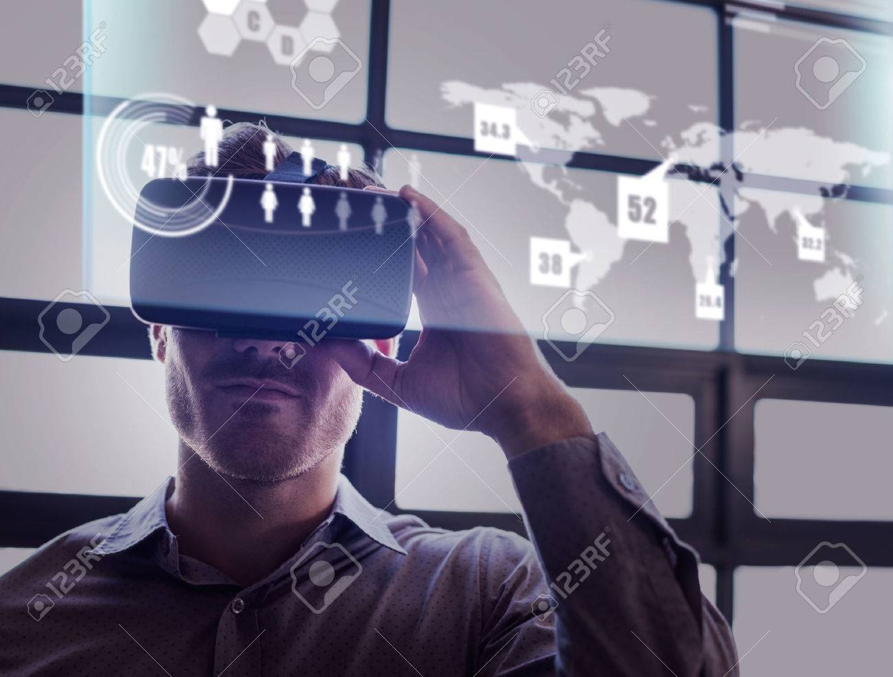 Abstract technology interface against businessman using virtual reality device Banque d'images - 59424001