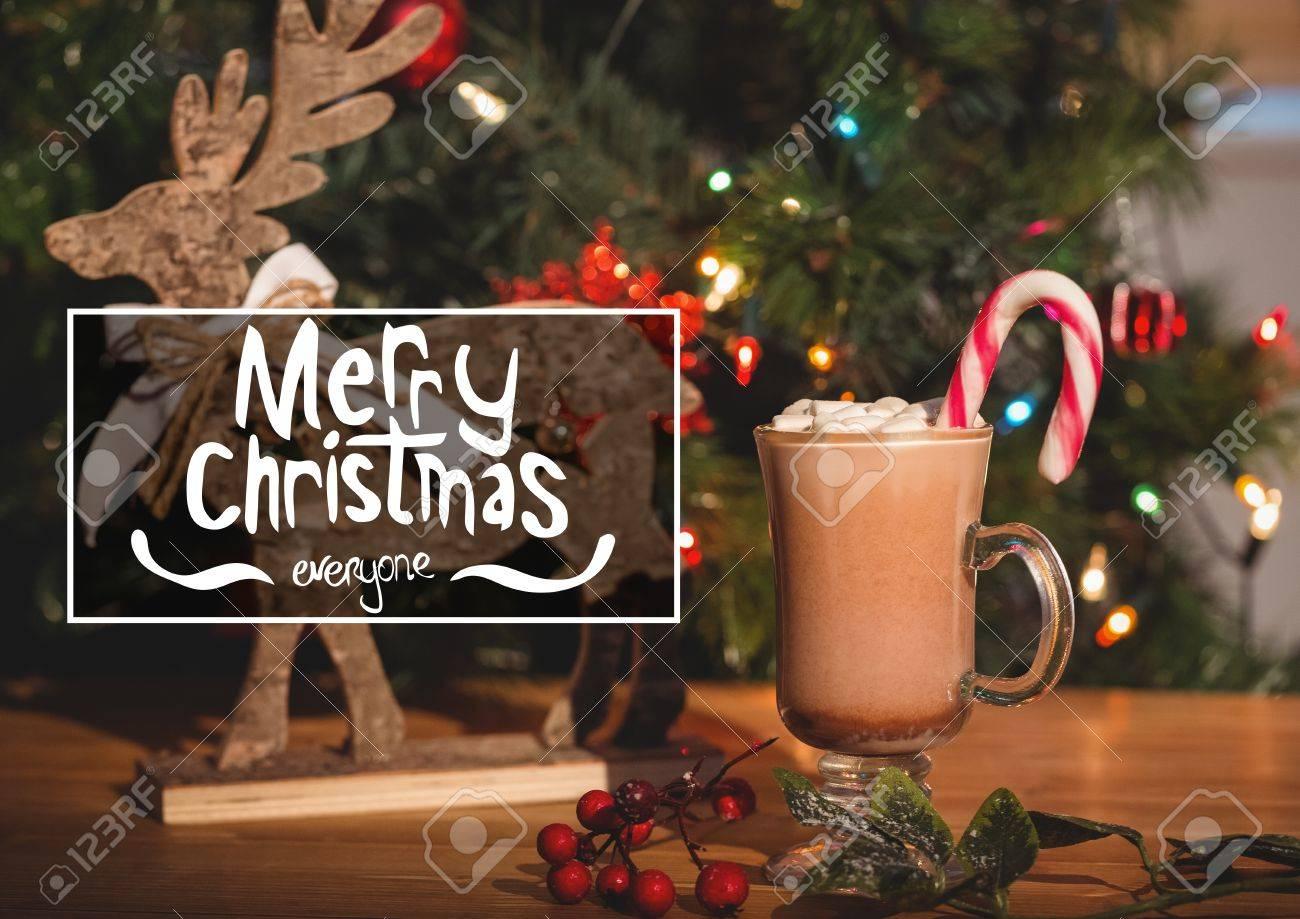 Frohe Weihnachten Nachricht Gegen Weihnachtsdekoration Und Heiße ...