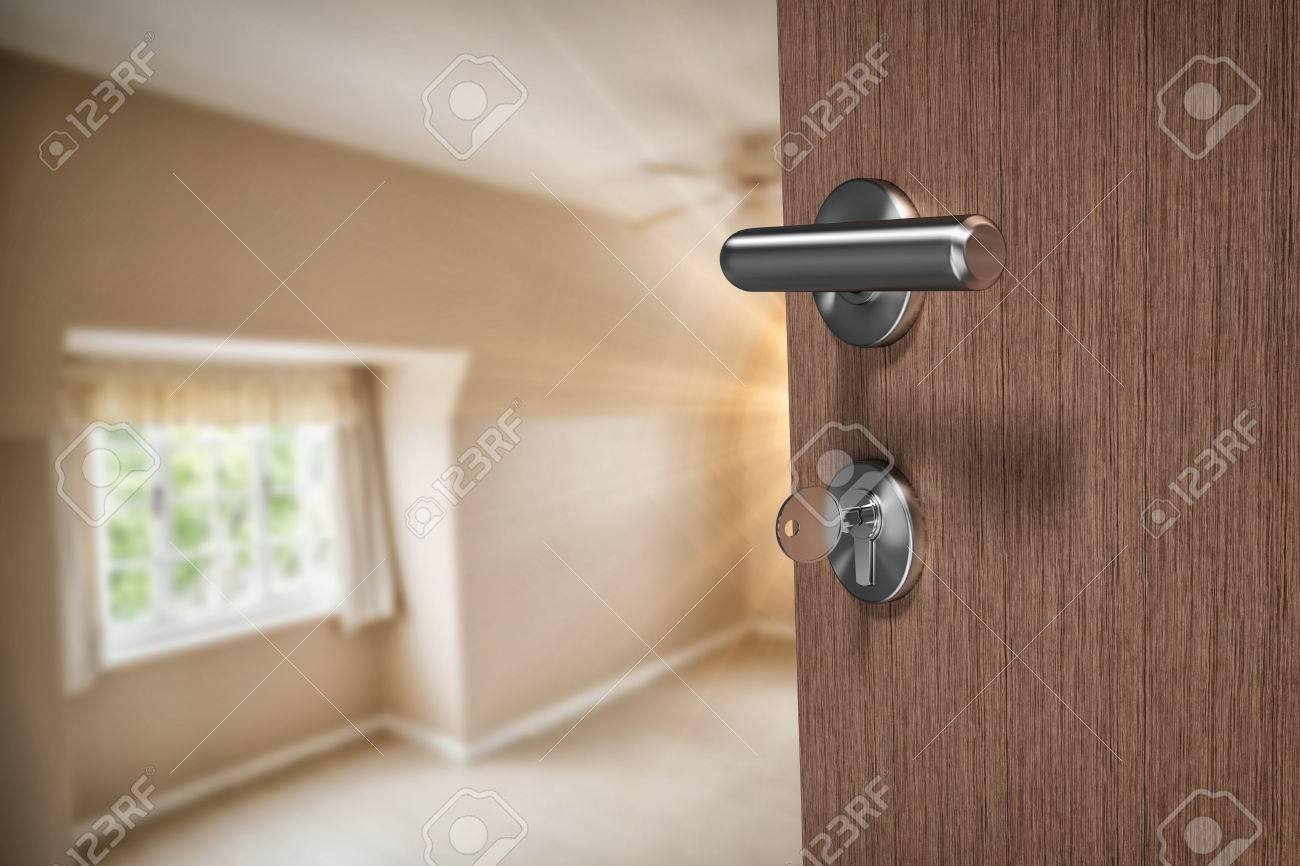 Braune Tür Mit Schlüssel Gegen Leere Schlafzimmer In Creme Und Beige  Standard Bild   70128933