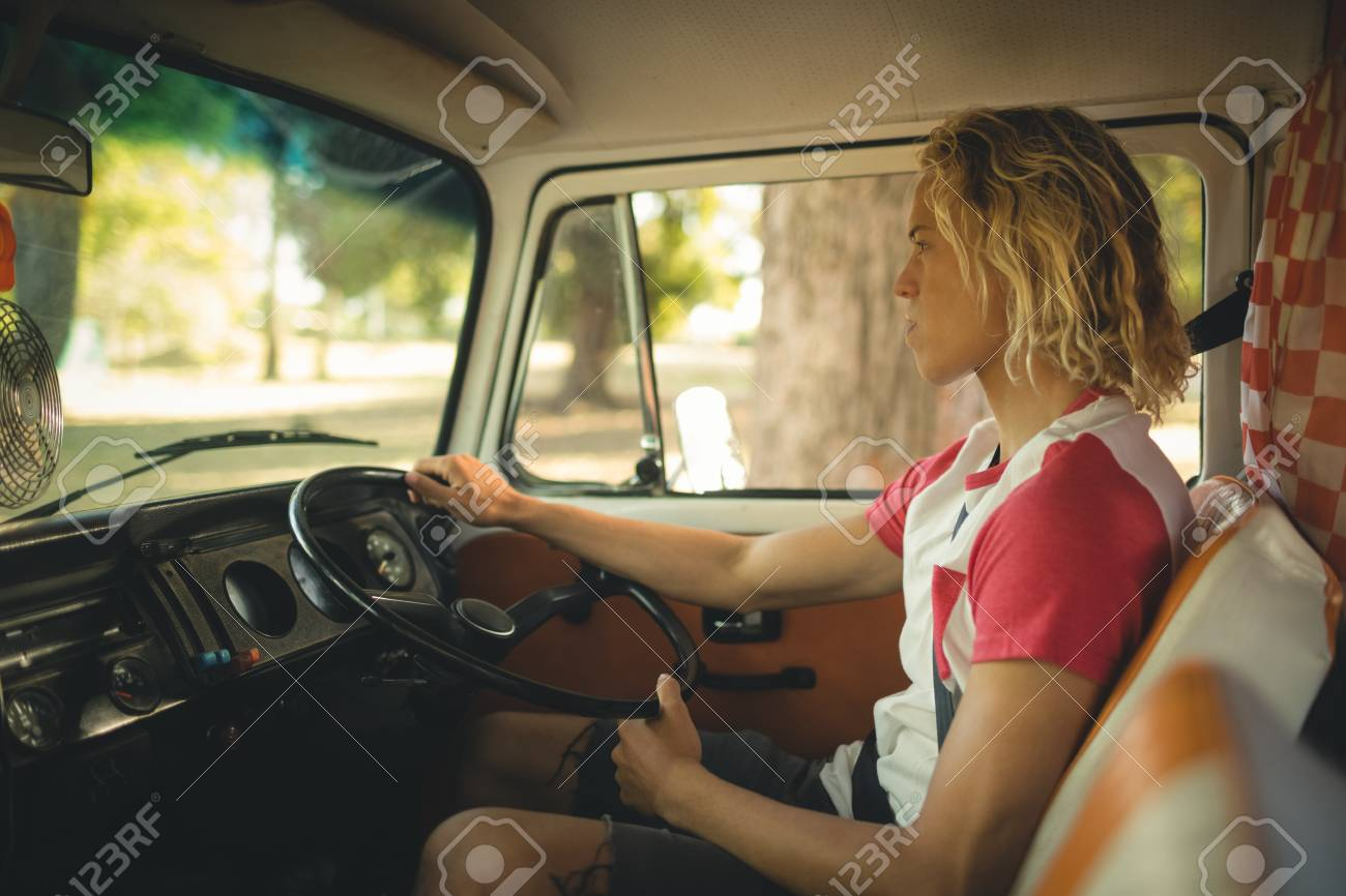 運転 よそ見