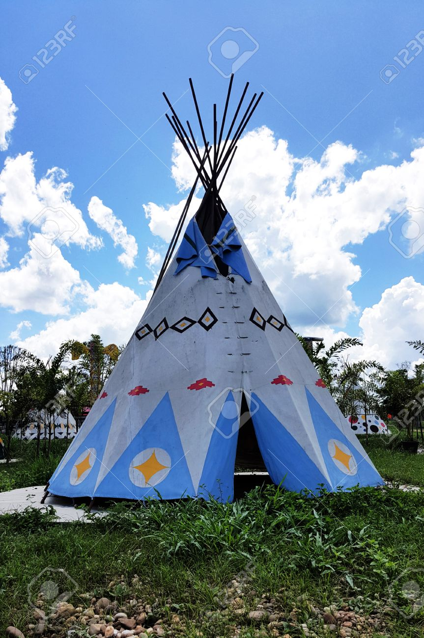Sunny day with Indian Tent on grass field Wignam Teepee Stock Photo - 46673802 & Sunny Day With Indian Tent On Grass Field Wignam Teepee Stock ...
