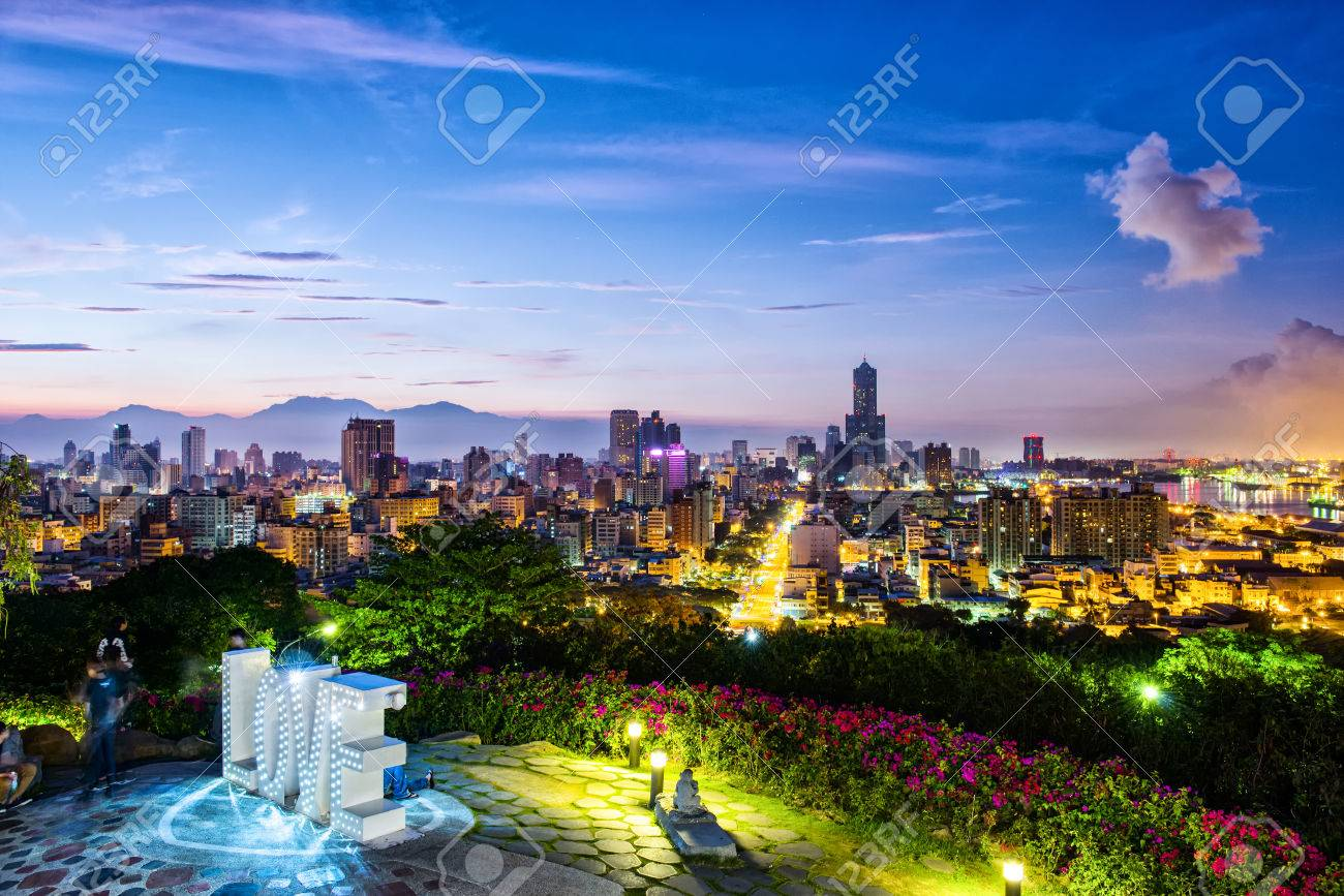 Night view of the city in Taiwan - Kaohsiung Banque d'images - 55528628