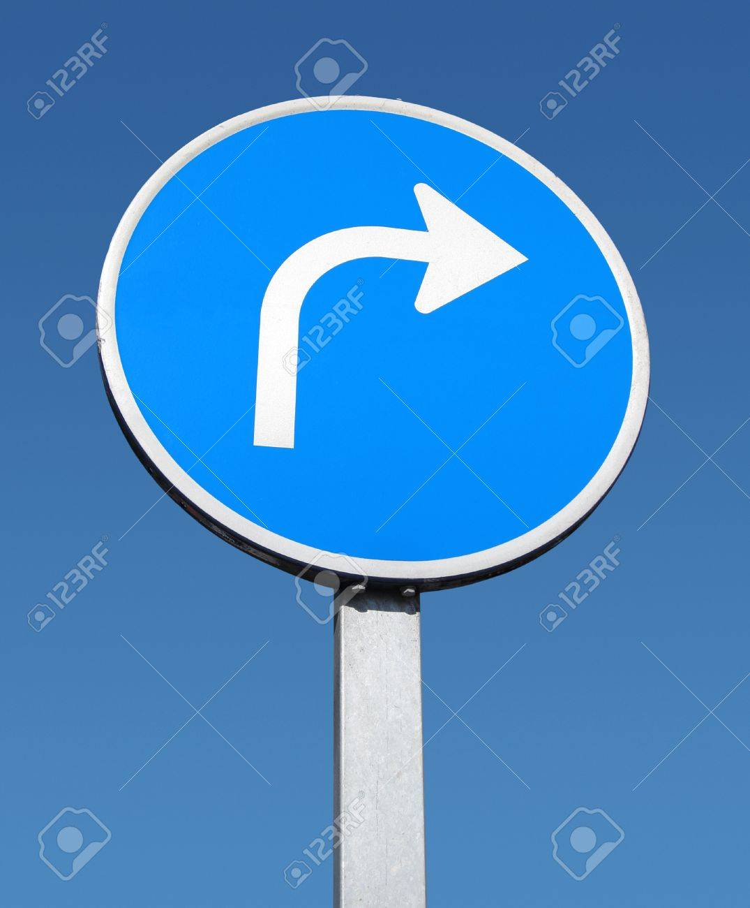 Right turn sign and blue sky. Stock Photo - 9679464
