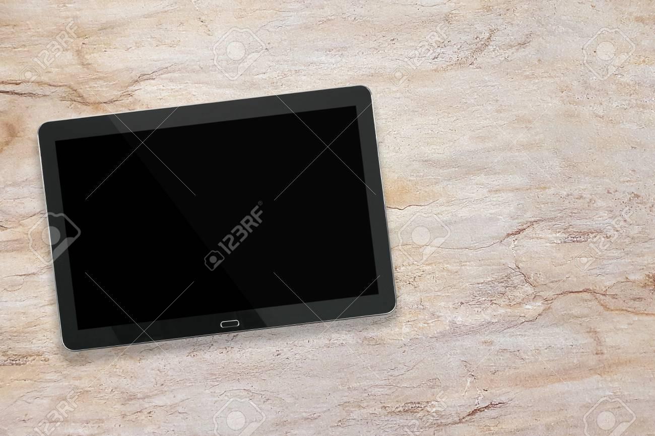 Maquette dune tablette numérique moderne en argent noir sur un