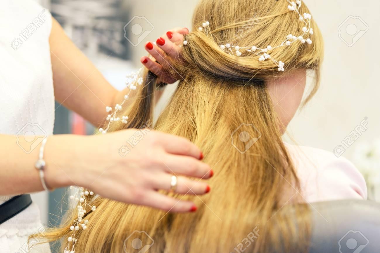 Professionelle Dienstleistungen Im Friseursalon Eine Junge Frau