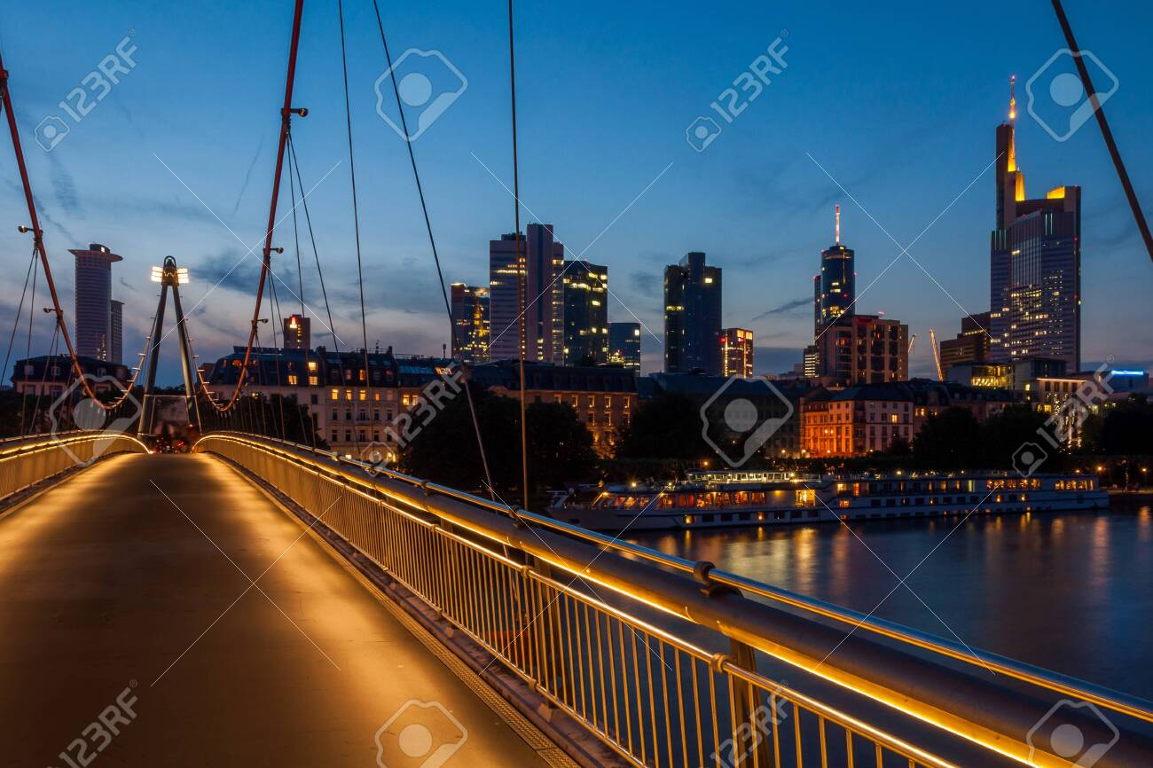 The Holbeinsteg in Frankfurt am Main in the evening - 145892040