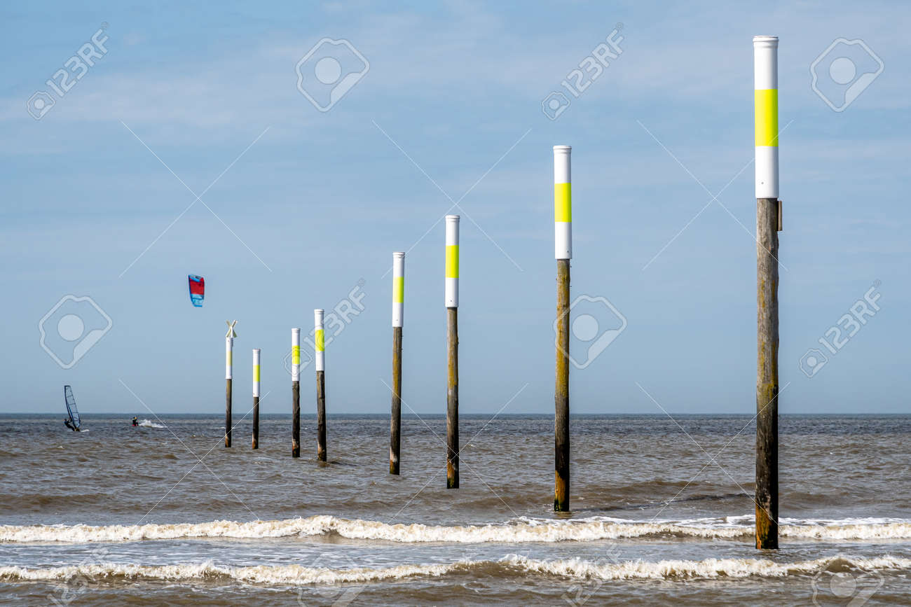 Kiters and surfers off the coast of Peter-Ording - 171101101
