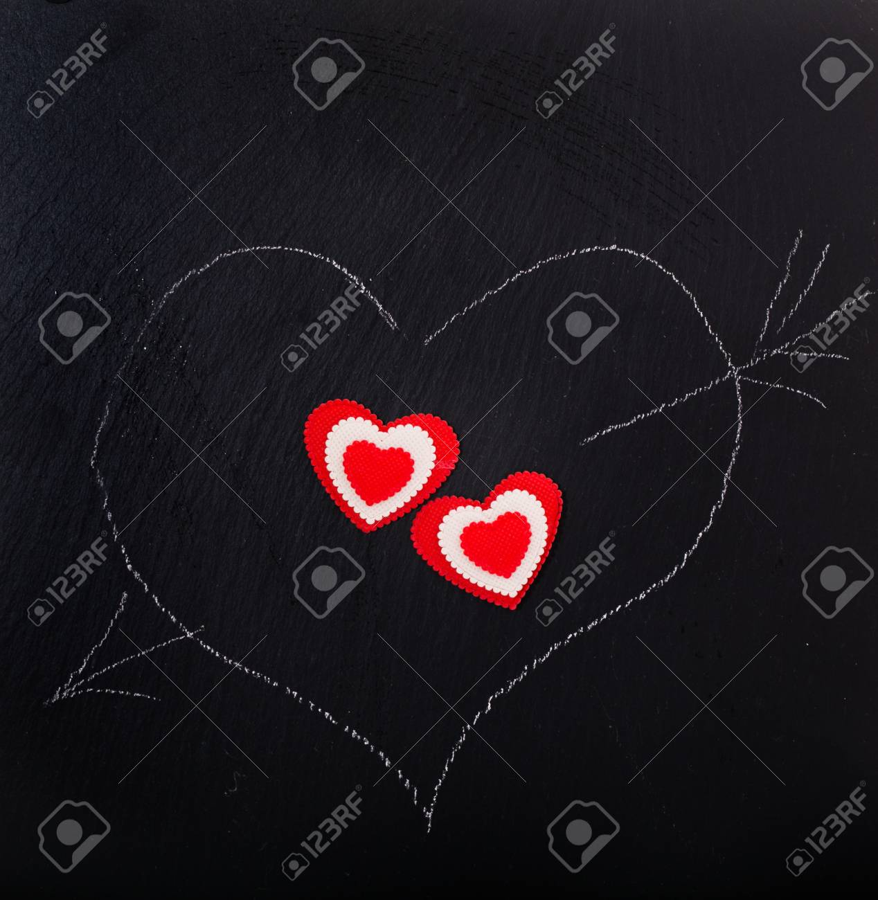 Le Coeur Dessine A La Craie Le Dessin Sur Un Tableau Noir Coeurs