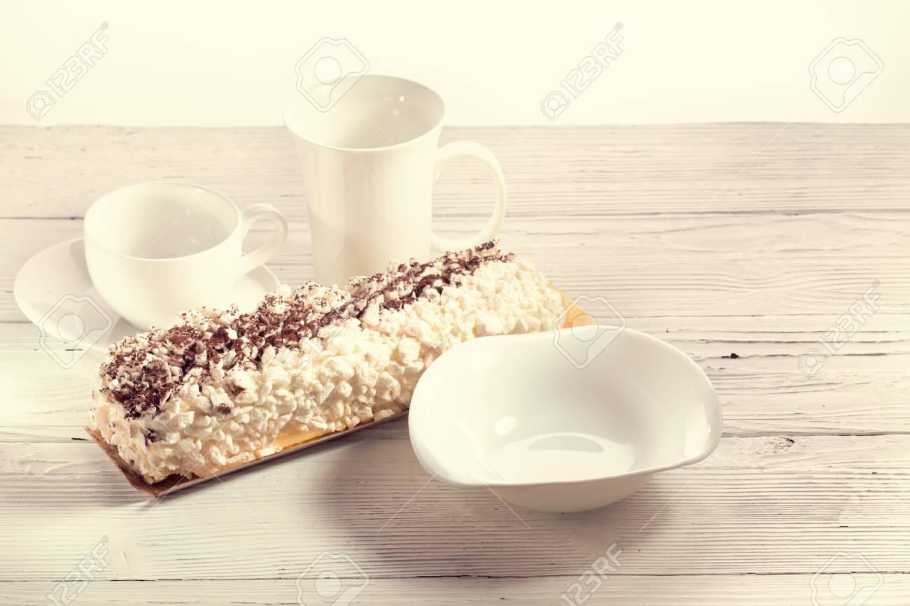 Weißer Waren- Und Meringe Nachtisch. China Der Weißen Farbe Und Des ...