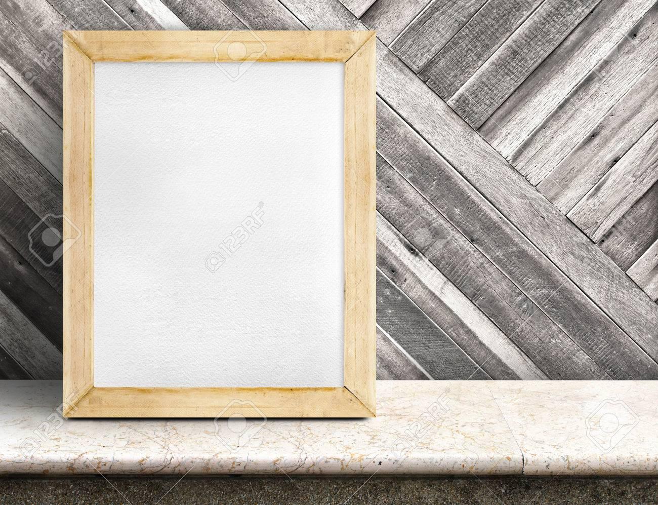 Blank Papier Weiße Tafel Auf Marmortisch Am Diagonalen Holzwand ...