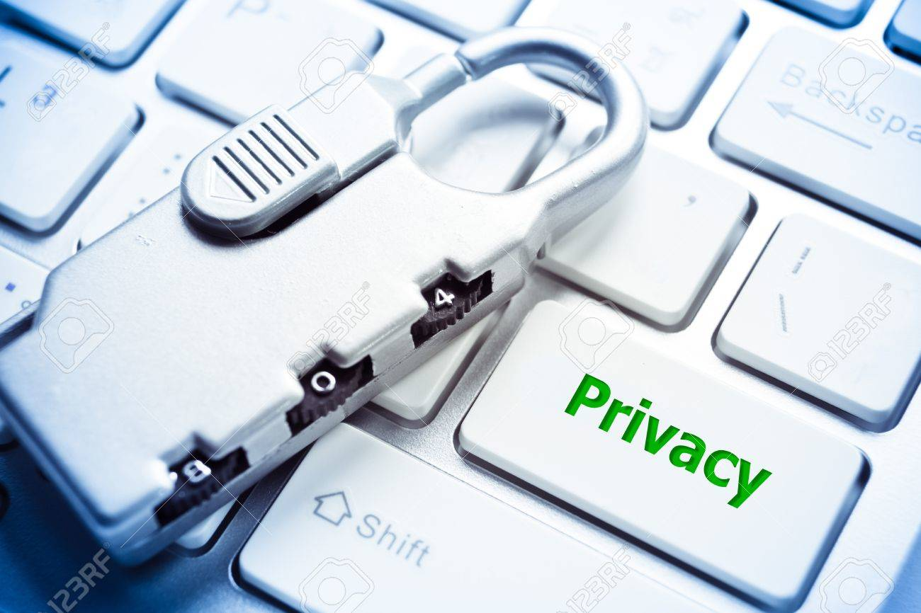 Security lock with privacy message on white computer keyboard - information privacy concept Stock Photo - 29330957