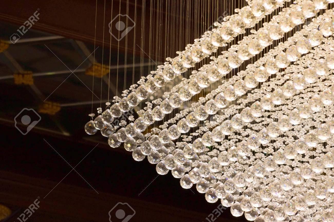 Lampadario Con Sfere Di Cristallo.Immagini Stock Grande Lampadario Con Sfere Di Cristallo Image