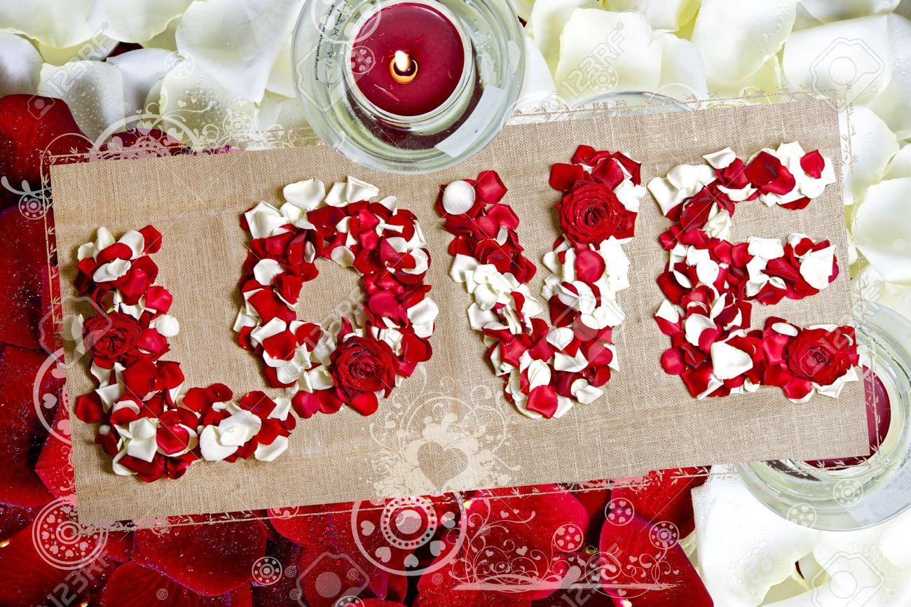Amor Postal Tema De San Valentín Rosas Rojas Y Blancas Pétalos Y Velas Amor Escrito Por Pétalos De Rosa Amor Diseño Postal