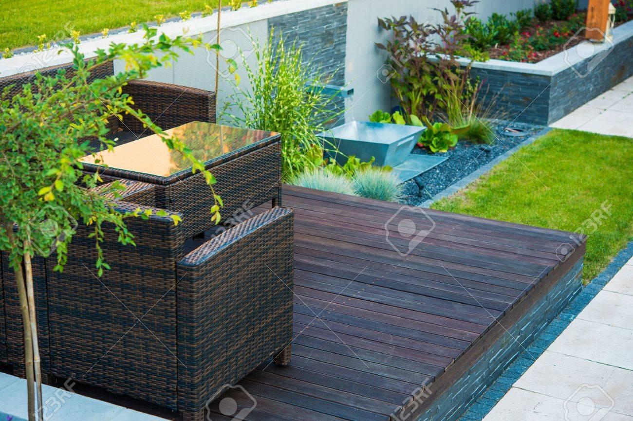 moderne gartengestaltung. holz und stein. gardening theme, Wohnzimmer dekoo