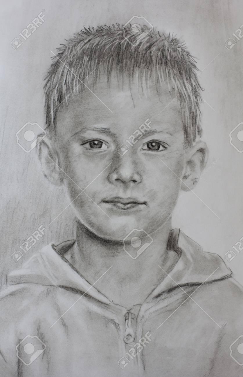 Retrato Blanco Y Negro De Un Muchacho Con Grandes Ojos Hermosos Con