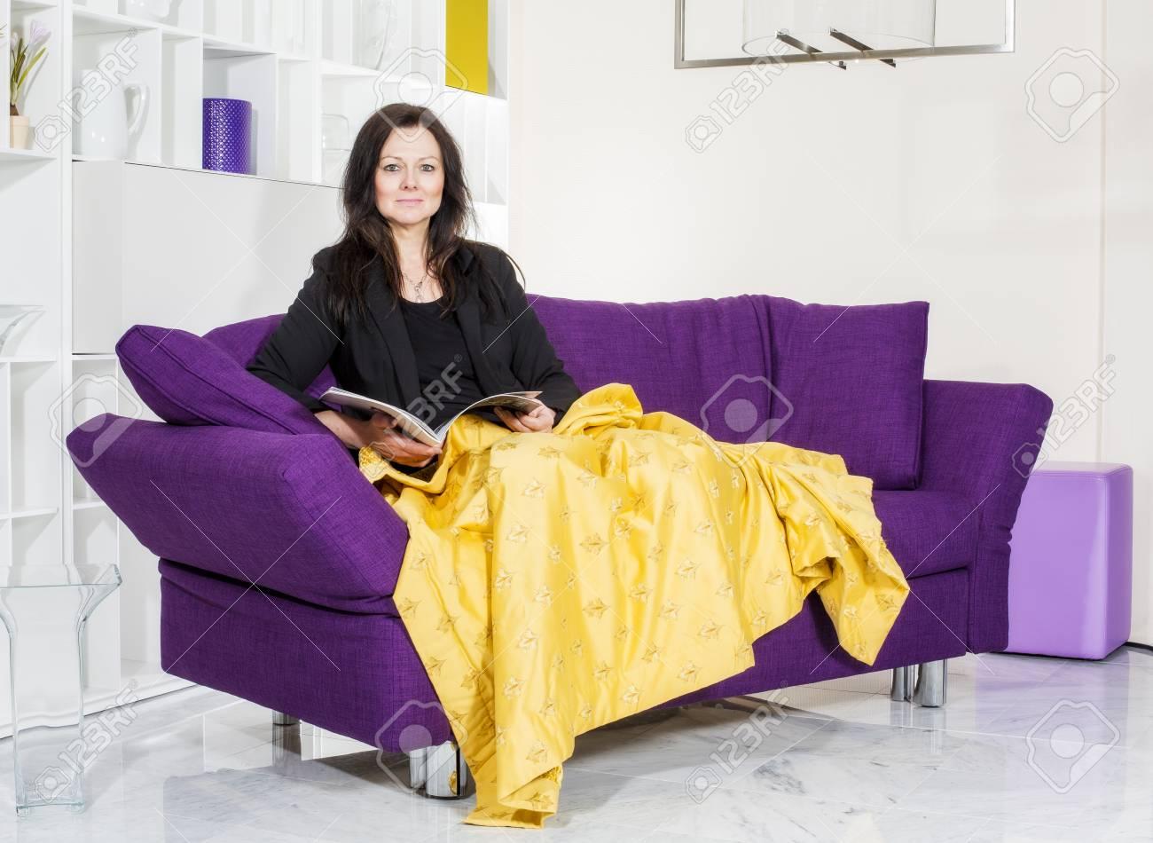 Excepcional Satinado Vestido De Dama De Color Púrpura Colección de ...