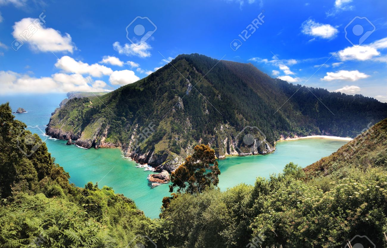 https://previews.123rf.com/images/werny/werny0909/werny090900003/5490167-marvellous-scenic-of-the-sea-and-mountains-in-asturias-spain.jpg