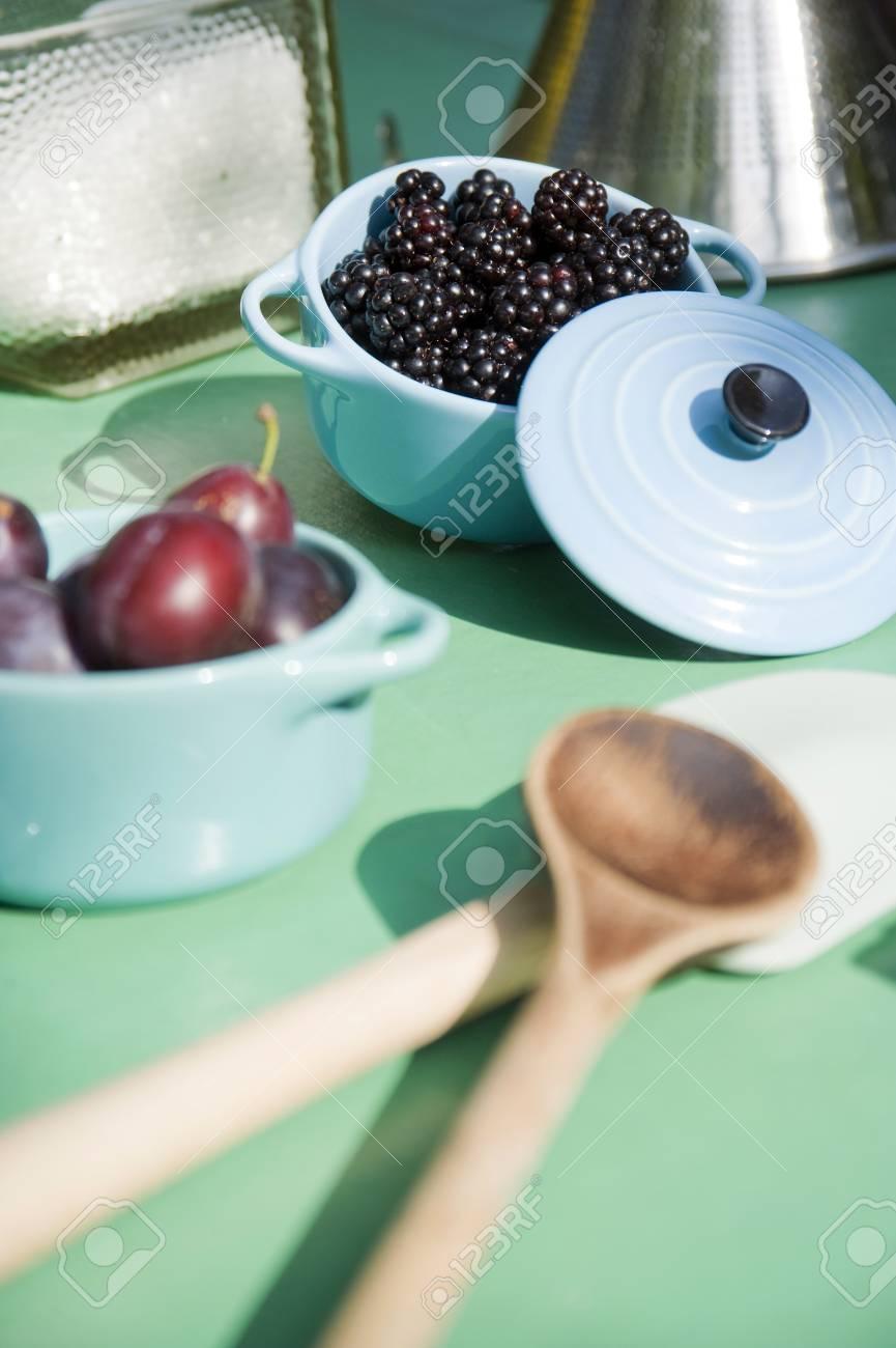 Küchenutensilien Für Die Zubereitung Von Brombeeren Und ...